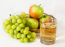Juice, green grapes and apples Royalty Free Stock Photos