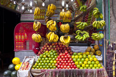 Juice Stall Owner Preparing Fresh Fruit Juices Royalty Free Stock Photography