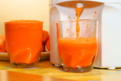 juicer сока моркови стеклянный Стоковое Изображение