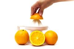 Juicer con las naranjas Imagenes de archivo