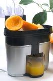 Juicer met citroenen en sinaasappelen royalty-vrije stock foto's