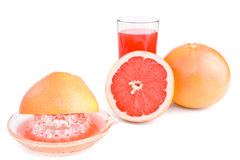 Juicer, sneed een grapefruit en een glas sap. Stock Foto's