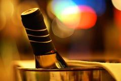 Juicht toe! Fles wijn Royalty-vrije Stock Afbeeldingen