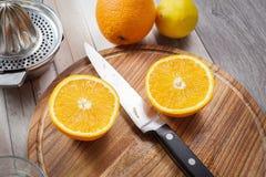 Juicing fresco dalle arance e dal limone Immagine Stock