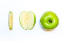 Juicy, εύγευστα, ώριμα μήλα πράσινα σε ένα άσπρο υπόβαθρο Στοκ Εικόνες
