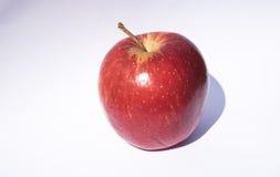 Juicy κόκκινα μήλα με το ραβδί συνημμένο ακόμα Στοκ Φωτογραφίες