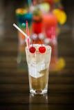 Juicy πορτοκαλιά και κόκκινη ανατολή Tequila με ένα κεράσι στοκ φωτογραφία με δικαίωμα ελεύθερης χρήσης