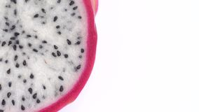 Juicy τροπικά φρούτα δράκων Κινηματογράφηση σε πρώτο πλάνο του pitahaya στο άσπρο υπόβαθρο στοκ φωτογραφία με δικαίωμα ελεύθερης χρήσης