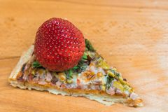 Juicy φράουλα στην πίτσα Στοκ Εικόνες