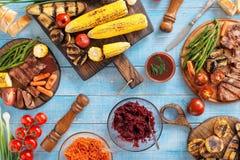 Juicy ψημένη στη σχάρα μπριζόλα βόειου κρέατος και ψημένα λαχανικά Στοκ Φωτογραφία