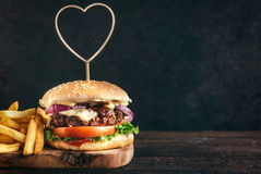 Juicy beef burger Royalty Free Stock Images