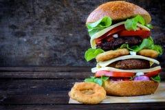 Juicy cheeseburger Royalty Free Stock Photography