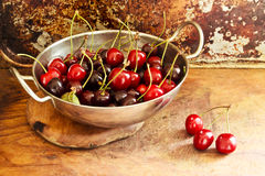Juicy cherries in bowl on table Royalty Free Stock Image