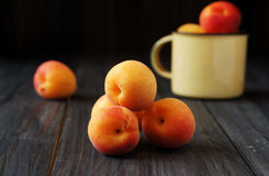 Free Juicy Fresh Peaches In A Bucket Royalty Free Stock Photos - 47892468