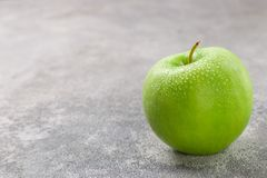 Free Juicy Ripe Green Apple With Water Drops Stock Photos - 108253693