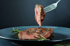 Juicy steak medium rare beef Royalty Free Stock Photos