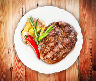 Juicy steak with vegetables Stock Photography