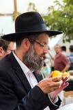 Juif d'une cinquantaine d'années religieux avec des verres Image libre de droits