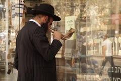 Juif sur les rues de Jérusalem 2018 photos libres de droits
