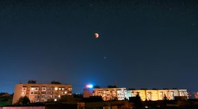 Juillet 2018 éclipse lunaire photographie stock libre de droits