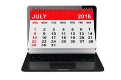 Juillet 2018 calendrier au-dessus d'écran d'ordinateur portable rendu 3d Photographie stock libre de droits