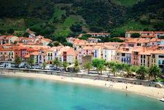 17 juillet 2009, COLLIOURE, FRANCES - les gens appréciant les vacances d'été sur la plage de Collioure Photo stock