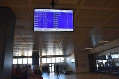 2016 juillet Italie - écran de l'information d'arrivée d'avion à l'aéroport italien Image stock