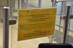 2016 juillet Italie - l'information sur le contrôle de passeport à l'aéroport Images libres de droits