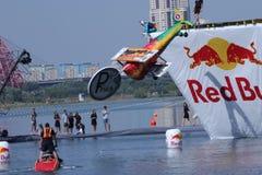26 JUILLET 2015 MOSCOU : Jour rouge de flugtag de taureau Photographie stock libre de droits