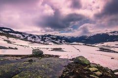 22 juillet 2015 : Panorama du chemin de hausse à Trolltunga, Norvège Photo stock