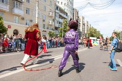 12 juin 2018, la RUSSIE, VORONEZH : Défilé des théâtres de rue Festival platonique international photographie stock libre de droits