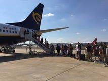 25 juin 2018, Lisbonne, Portugal - les gens écrivant un vol de Ryanair sur le terminal 2 de Humberto Delgado Airport Images libres de droits