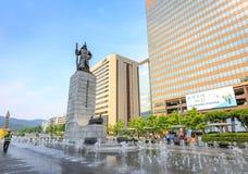 19 juin 2017 plaza de Gwanghwamun avec la statue de l'amiral Yi Photographie stock libre de droits