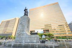 19 juin 2017 plaza de Gwanghwamun avec la statue de l'amiral Yi Photos stock