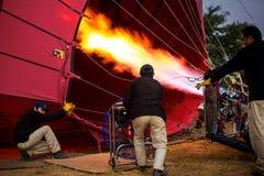 juiste opleiding om een ballon 4 December, 2013 in Bagan te vliegen. Royalty-vrije Stock Afbeeldingen