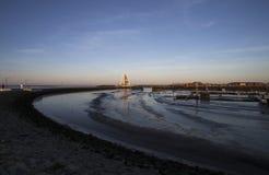 Juister-Hafen mit Markstein Lizenzfreie Stockfotos