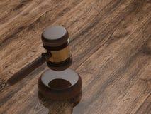 Juiz do martelo no fundo de madeira Imagem de Stock