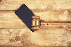 Juiz no telefone esperto imagem de stock