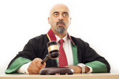 Juiz que bate o martelo Imagem de Stock