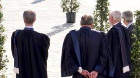 Juizes do ECHR que esperam Emmanuel Macron French President vídeos de arquivo