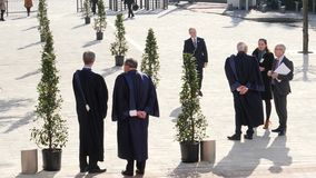 Juizes do ECHR que esperam Emmanuel Macron French President video estoque