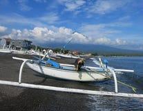 Jukung, el barco de pesca tradicional de pescadores indonesios imagen de archivo libre de regalías