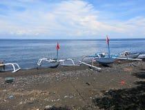 Jukung, el barco de pesca tradicional de pescadores indonesios imágenes de archivo libres de regalías