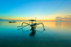 Jukung på den Sanur stranden Royaltyfria Foton
