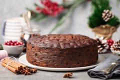 Jul bär frukt kakan, pudding på den vita plattan kopiera avstånd close upp arkivbilder