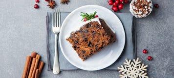 Jul bär frukt kakan, pudding på den vita plattan kopiera avstånd Top beskådar arkivfoto