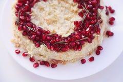 Jul bär frukt kakan, pudding på den vita plattan Traditionell efterrätt för nytt år arkivbilder