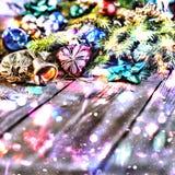 Jul bakgrund, jul dekorerat granträd, gåvor, stearinljus, gåvor festlig bokeh enhaced lampor för blurbokeh jul Guld blänker, snöa Royaltyfria Foton