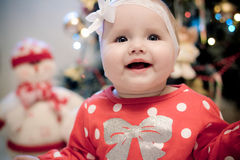 Jul behandla som ett barn flickan Arkivbild