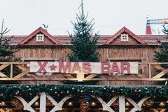 Jul bommar för på vinterunderlandjul som är ganska i London, UK Royaltyfria Foton